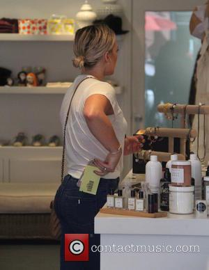 Hilary Duff - Hilary Duff acting camera shy while shopping at Jill Roberts at beverly hills - Beverly Hills, California,...