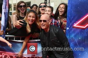 Howie Mandel and Fans