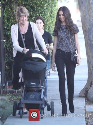 Terri Seymour , Coco Seymour-Mallon - Terri Seymour takes a spring walk in Los Angeles with her daughter Coco and...