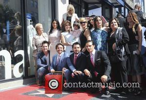 Eugenio Derbez, Alessandra Rosaldo, Aislinn Derbez, Vadhir Derbez, Consuelo Duval and Mauricio Ochmann