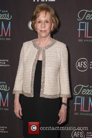 Carol Burnett And Julie Andrews Caught 'Kissing' By Former U.s. First Lady