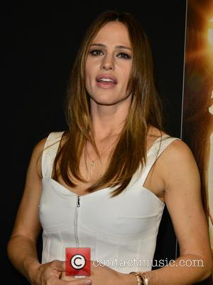 Jennifer Garner Designs Charity T-shirt For Flood Victims In West Virginia