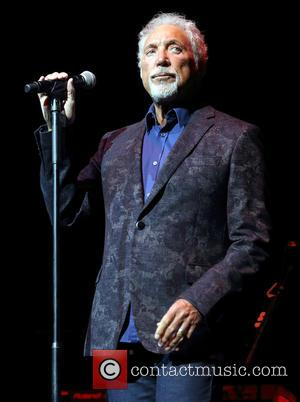 Tom Jones Thanks Fans For Support After Wife's Death