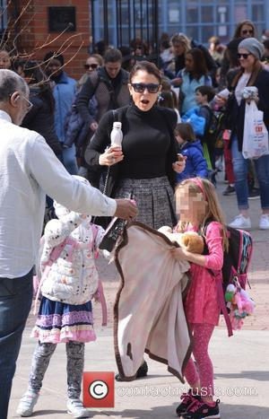 Bethenny Frankel , Bryn Hoppy - Bethenny Frankel picks up her daughter Bryn Hoppy from school - Manhattan, New York,...