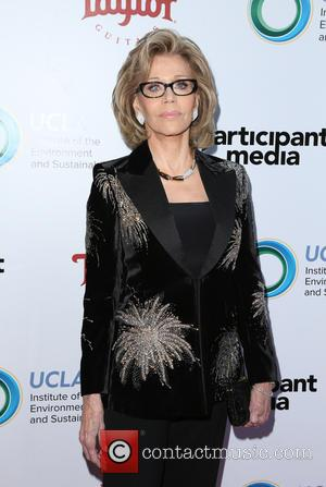 Jane Fonda Turns Trainer For Lily Tomlin In On-set Gym