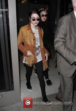 Frances Bean Cobain - Frances Bean Cobain arrives at Los Angeles International Airport (LAX) - Los Angeles, California, United States...