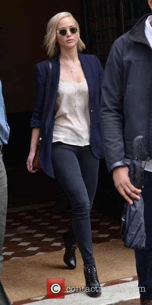 Jennifer Lawrence - Jennifer Lawrence leaving her hotel in New York - Manhattan, New York, United States - Friday 25th...