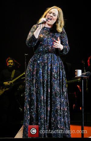 Adele's Fiance Simon Konecki Springs Love Note Confetti Surprise At Gig
