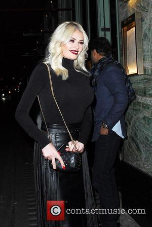 Chloe Sims - Chloe Sims leaving Sexy Fish restaurant Mayfair at Berkeley Square - London, United Kingdom - Wednesday 30th...
