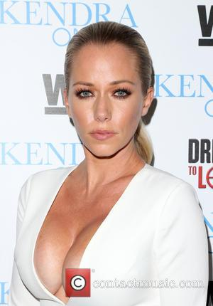 Kendra Wilkinson Urges Mum To Ditch Book Deal