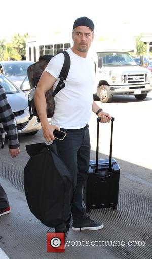 Josh Duhamel - Josh Duhamel at Los Angeles International Airport (LAX) - Los Angeles, California, United States - Friday 1st...