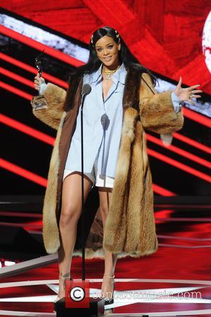 Rihanna Snubbed USAin Bolt Date Request