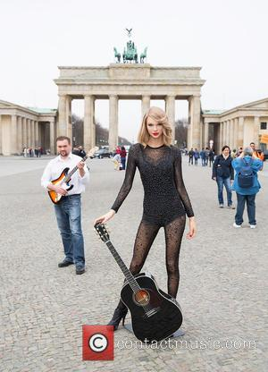 Taylor Swift Waxwork - A new outfit for Taylor Swift is unveiled by Madame Tussauds Berlin at Brandenburg Gate in...