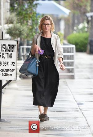 Julie Bowen - Julie Bowen dashes to her car on a rainy day in LA - Los Angeles, California, United...