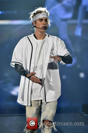 Justin Bieber Sorry For Swearing During Bbc Radio Performance