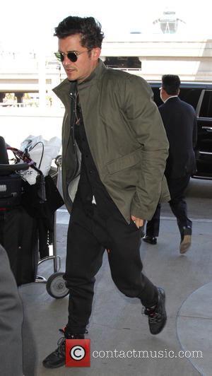 Orlando Bloom - Orlando Bloom arrives at Los Angeles International Airport - Los Angeles, California, United States - Monday 25th...