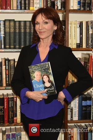 Marilu Henner - Actress Marilu Henner signs copies of her new book 'Changing Normal' at Book Revue book store -...