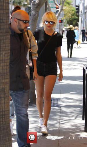 Taylor Swfit and Lily Aldridge