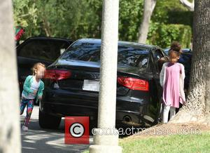 Honor Marie Warren , Haven Garner Warren - Cash Warren takes his daughters to a friends house - Los Angeles,...