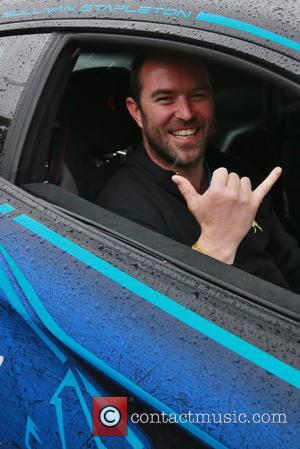 Sullivan Stapleton and Gumball