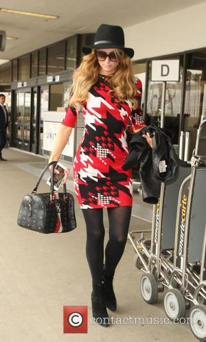 Paris Hilton - Paris Hilton at at Los Angeles International Airport (LAX) - Los Angeles, California, United States - Tuesday...