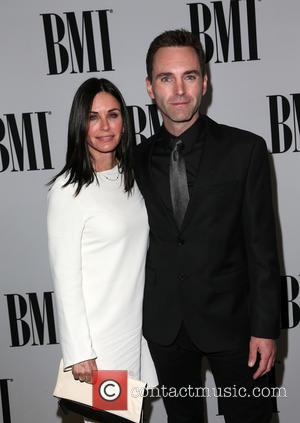 Courteney Cox And Johnny Mcdaid Planning 'Backyard Wedding'