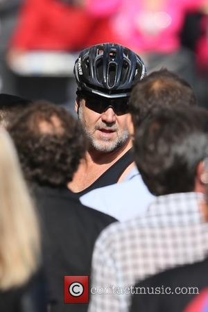 Russell Crowe - Russell Crowe seen leaving the ABC studios after Jimmy Kimmel Live! at Hollywood - Los Angeles, California,...
