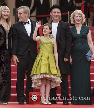 Kate Capshaw, Steven Spielberg, Ruby Barnhill, Mark Rylance and Claire Van Kampen