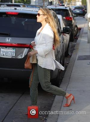 Elizabeth Berkley - Elizabeth Berkley leaving Au Fudge in Beverly Hills - Los Angeles, California, United States - Monday 16th...