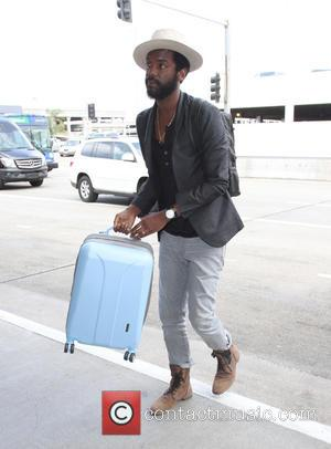 Gary Clark Jr. - Gary Clark Jr. arriving at Los Angeles International Airport (LAX) to catch a flight - Los...