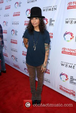 Linda Perry Surprises Wife Sara Gilbert With Romantic Gesture On Tv