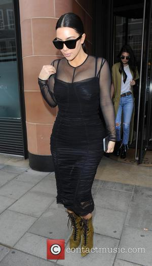 Kim Kardashian - Kim Kardashian and Kendall Jenner enjoy lunch together in Mayfair - London, United Kingdom - Monday 23rd...