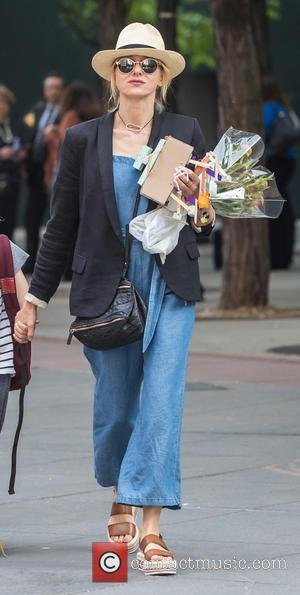Naomi Watts - Naomi Watts picks up her kids after school - New York City, New York, United States -...