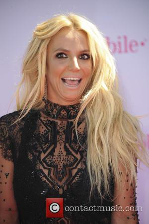 Britney Spears Fails To Recognise 'Arrow' Star Colton Haynes After Dancing With Him On Stage