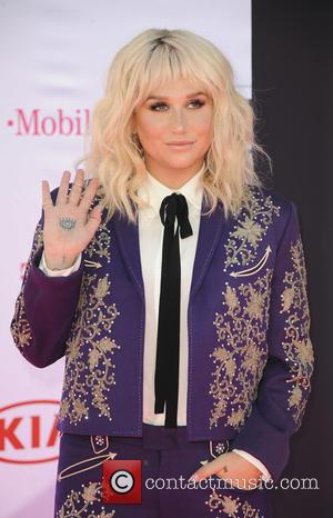 Kesha Urges Fans To Beware Of 'Shady' Acquaintances