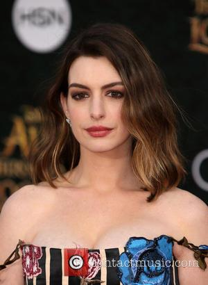 Anne Hathaway - Premiere of Disney's 'Alice Through The Looking Glass' - Arrivals at El Capitan Theatre, Disney - Los...