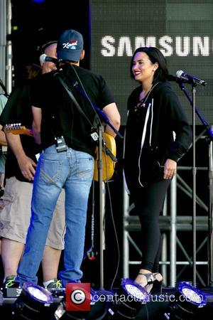 Demi Lovato , Brad Paisley - Brad Paisley and Demi Lovato perform a sound check before their performance on Jimmy...