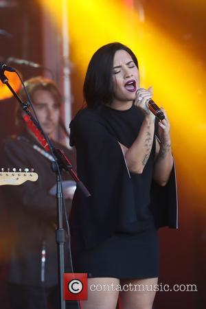 Demi Lovato Urges Lgbtq Community To Stay Strong Following Orlando Shooting