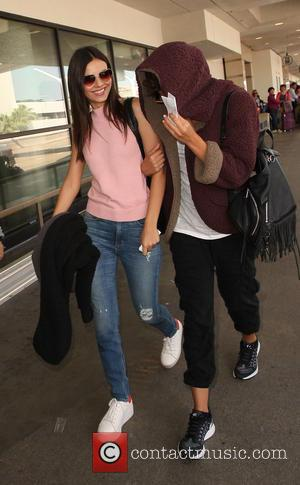 Victoria Justice - Victoria Justice at Los Angeles International Airport (LAX) - Los Angeles, California, United States - Thursday 26th...