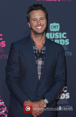Luke Bryan Opens Cigar Shop