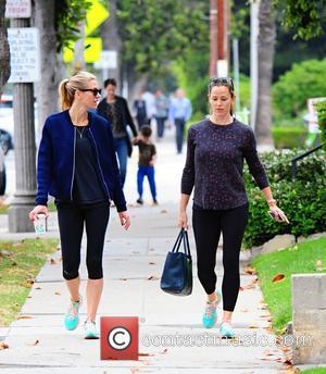 Jennifer Garner - Jennifer Garner runs errands on her way to the gym with a friend - Brentwood, California, United...