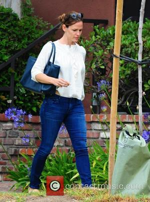 Jennifer Garner - Jennifer Garner out and about with her daughter, Violet, in Brentwood - Los Angeles, California, United States...
