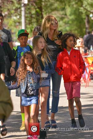 Heidi Klum - Heidi Klum and family out for a walk in the city - Manhattan, New York, United States...