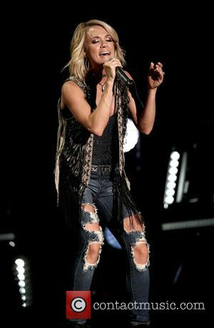 Carrie Underwood Credits Mobile Gym For Helping Her Stay In Shape