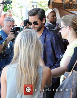 Scott Disick - Khloe Kardashian and Scott Disick out and about in Los Angeles - Los Angeles, California, United States...