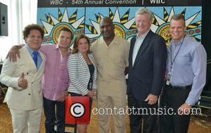 Romero Britto, Julio César Chávez, Stacy Ritter, Evander Holyfield, Ed Walls and Mayor Martin Kiar