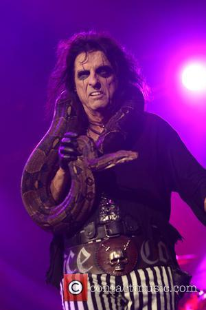 Alice Cooper Jokes About Minnesota Woman's Concert Concerns