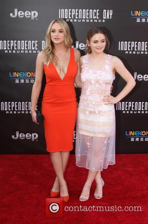 Hunter King and Joey King