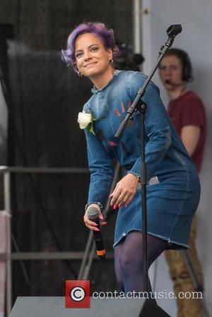 Lily Allen Backtracks On Migrant Crisis Apology