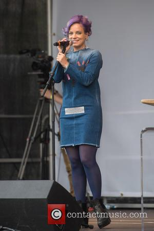 Lily Allen 'Apologises For Her Country' After Visiting Calais Refugee Camp